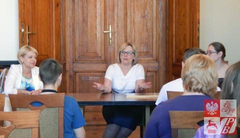 Podczas przyjęcia w Urzędzie Miasta Krakowa. Delegację z Białorusi wita Anna Okońska Wilkowicz, doradca Prezydenta Miasta Krakowa