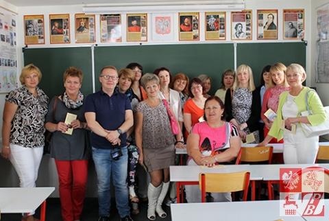 Zdjęcie pamiątkowe w klasie lekcyjnej