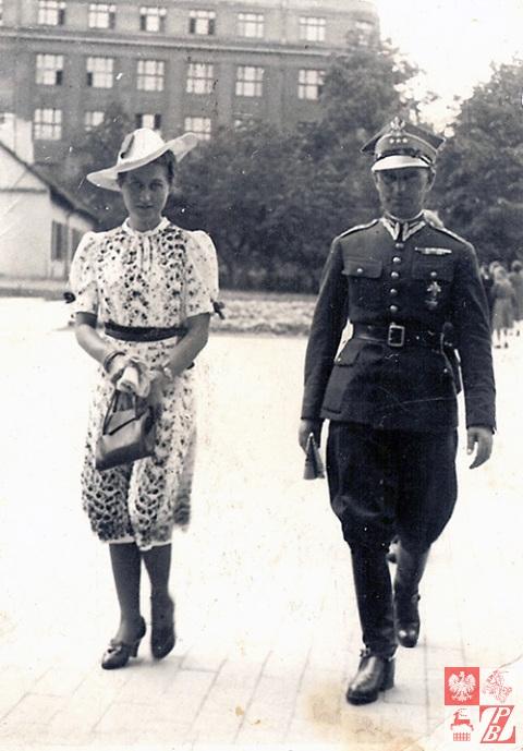 Rotmistrz Narcyz Łopianowski z żoną Ireną w Warszawie. Lata 1930-te.