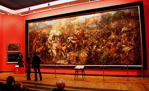 """Obraz Jana Matejki """"Bitwa pod Griunwaldem"""" na ścianie Muzeum Narodowego w Warszawie, fot.: www.wiadomosci24.pl"""