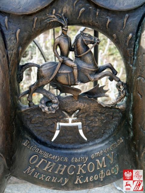 Dedykacja na ławeczce-pomniku Michała Kleofasa Ogińskiego w Mińsku