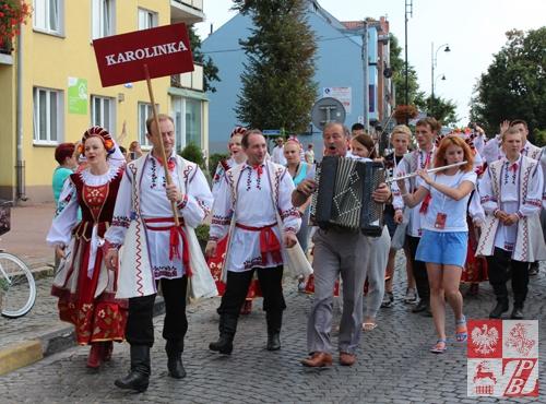 """W pochodzie uczestniczył zespół pieśni i tańca """"Karolinka"""" z Brześcia"""