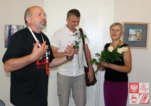 W plenerze i wernisażu uczestniczył między innymi Andrzej Filipowicz (w centrum)