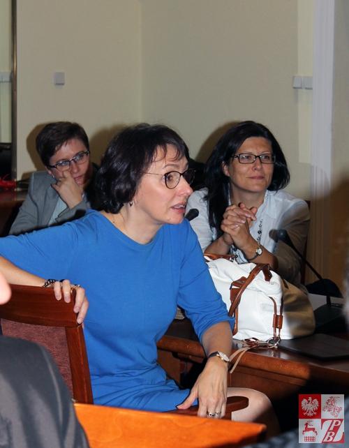 Głos w dyskusji po pokazie filmowym zabiera Agnieszka Romaszewska-Guzy, dyrektor Telewizji Biełsat