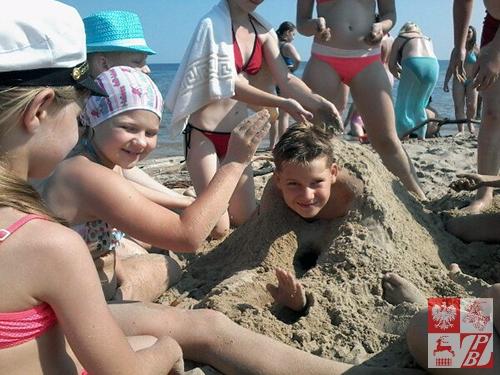 Podczas zabaw na plaży