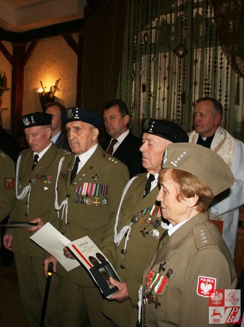 Kapitan Weronika Sebastianowicz z członkami kierowanego przez nią Stowarzyszenia Żołnierzy Armii Krajowej na Białorusi