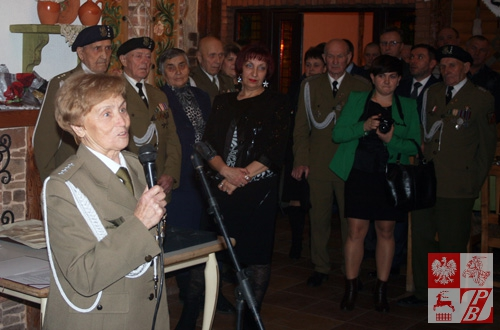 Przemawia kapitan Weronika Sebastianowicz, prezes Stowarzysznia Żołnierzy Armii Krajowej na Białorusi przy ZPB