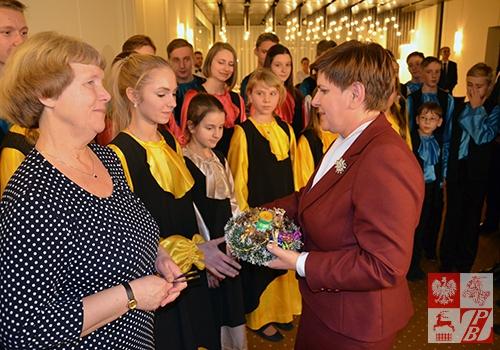 Premier Beata Szydło dziękuje dzieciom