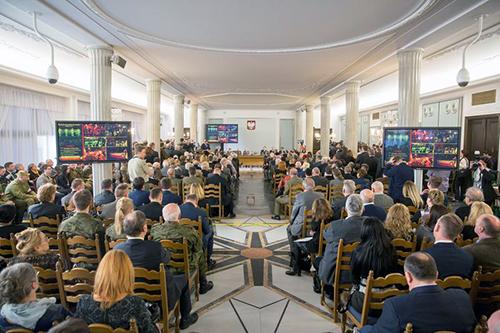 Druga co do wielkości po Plenarnej Sala Kolumnowa Sejmu RP była wypełniona po brzegi, fot.: Paweł Kula/sejm.gov.pl