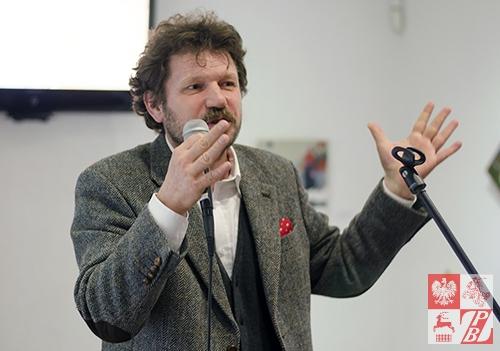 Mateusz Sora - kurator wystawy i organizator plenerów w Nowicy
