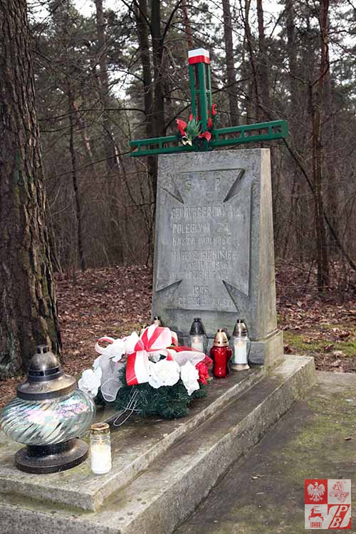 Pomnik na grobie harcerzy, walczących w szeregach polskiej konspiracji antykomunistycznej na ziemi wołkowyskiej