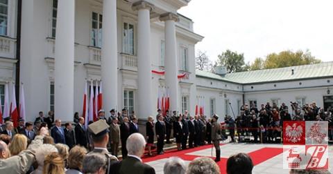 Prezydent_Duda_ odbiera_meldunek _o _gotowosci_kompanii_reprezentacyjnej_WP_do_uroczystosci_Swieta_Flagi
