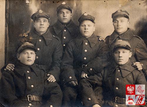Zdjęcie z towarzyszami broni z czasów zasadniczej służby wojskowej w 82. Syberyjskim Pułku Strzelców. Sidor Bałanowicz - stoi pierwszy od lewej