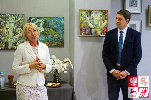 Przemawia Janina Pilnik, po prawej - dyrektor CKiR w Supraślu Adam Jakuć