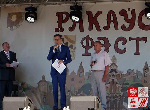 Przemawia dyrektor Instytutu Polskiego w Mińsku Mateusz Adamski