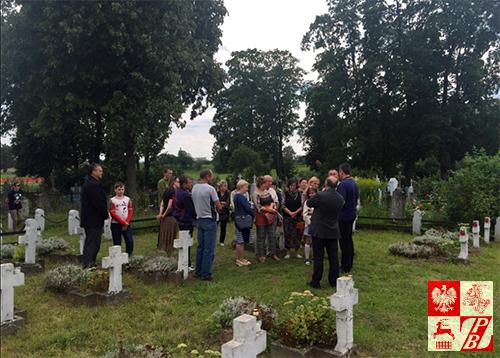 Na cmentarzu wojennym w Oszmianie