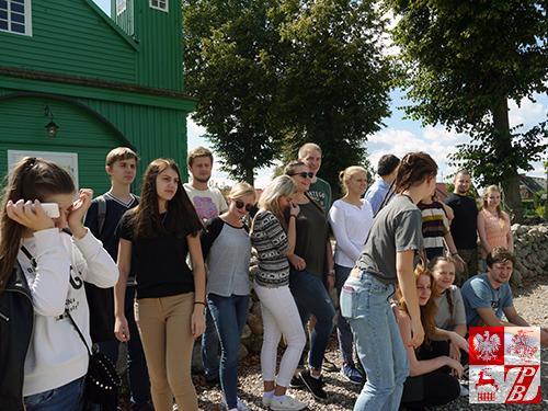 Podczas wycieczki krajoznawczej po Podlasiu - przy meczecie w Kruszynianach