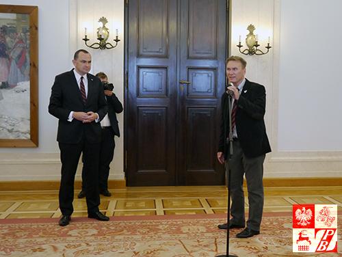 Podczas spotkania z szefem Gabinetu Prezydenta RP Adamem Kwiatkowskim przemawia Robert Czyżewski, prezes Fundacji Wolność i Demokracja, organizującej wizytę studyjną