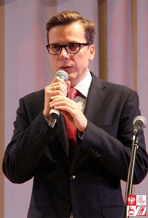 Przemawia Mateusz Adamski, dyrektor Instytutu Polskiego w Mińsku