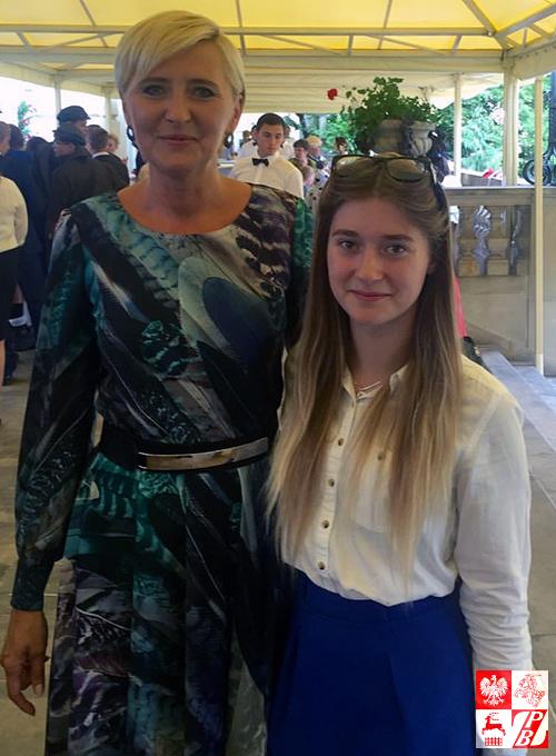 uczennica_szkoly_angelina_adamcewicz_z_piewsza_dama_rp