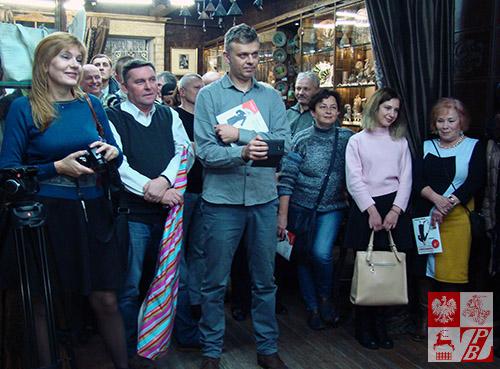 Przyjaciele i koledzy Igora Kiebieca, obecni na wernisażu