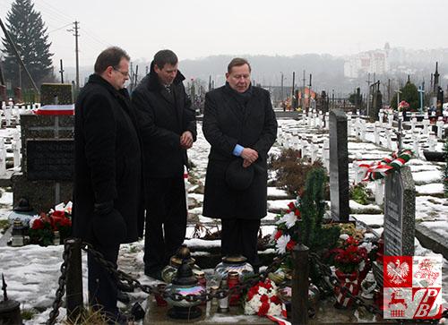 minister_cmentarz_jasinski1