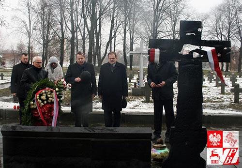minister_cmentarz_krzyz_katynski1