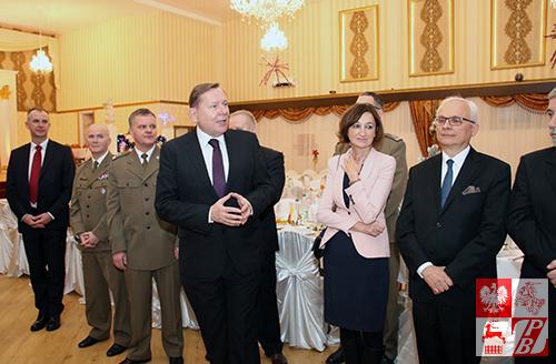 Długich lat w zdrowiu życzy akowcom konsul generalny RP w Grodnie Jaroslaw Książek