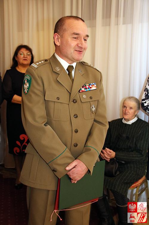 W imieniu dowództwa Straży Granicznej RP życzenia składa płk Krzysztof Gawęda