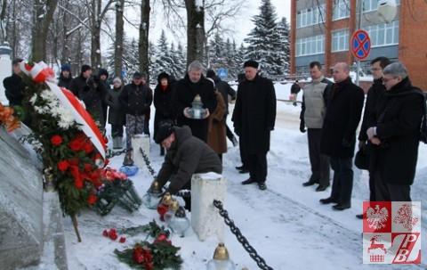 Przy pomniku Romualda Traugutta w Swisłoczy