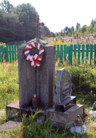 Pomnik w hołdzie żołnierzom WP w Trabach