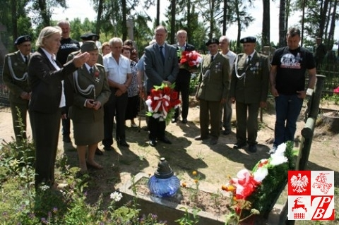 Prezes oddziału ZPB w Smorgoniach Teresa Pietrowa opowiada o poległym żołnierzu AK