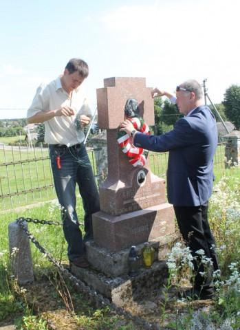 Żuprany. Pomnik ku pamięci ks. Ryszarda Knobelsdorfa zamordowanego przez bolszewików