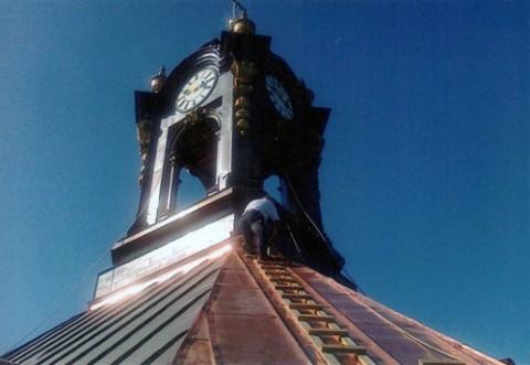 Wieża zegarowa na kościele w Wołczynie w trakcie renowacji, fot.: wspolnotapolska.org.pl