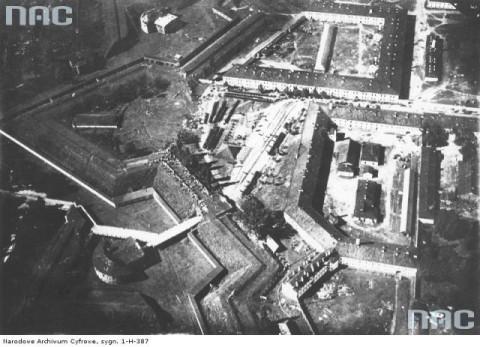 Zdjęcie twierdzy wykonane z polskiego samolotu wojennego w 1920 r.