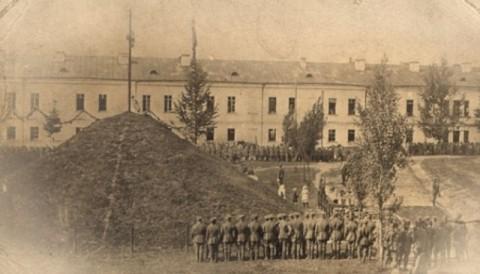 Żołnierze Wojska Polskiego przy Kopcu Dobrowczyków, 1919 r.