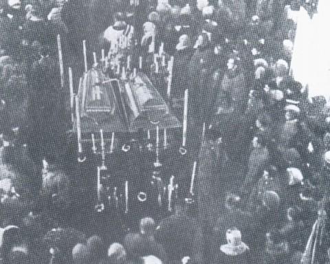 Nabożeństwo żałobne przed pogrzebem żołnierzy I Korpusu Polskiego w Rosji, poległych w walkach z bolszewikami, w kościele w Bobrujsku,