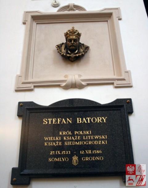 Popiersie i tablica pamiątkowa Stefana Batorego,w ufundowanej przez niego katedrze grodzieńskiej