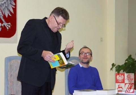 Konsul Wiesław Romanowski i pisarz Ignacy Karpowicz