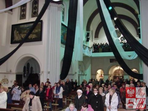 Zgromadzeni w świątyni wierni
