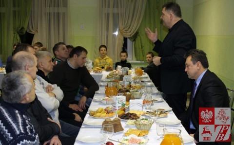Konsul Wiesław Romanowski składa życzenia świąteczno-noworoczne uczestnikom turnieju