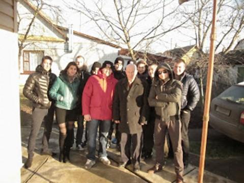 Wspólne zdjęcie uczestników akcji z Franciszkiem Szamrejem, żołnierzem AK