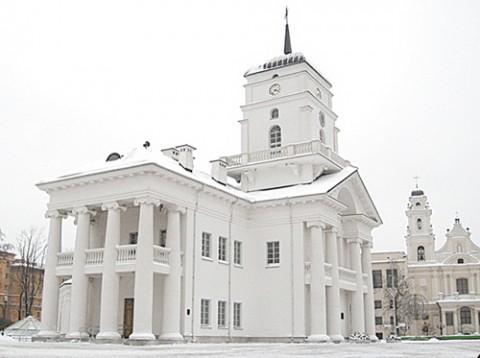 Ratusz w Mińsku, naprzeciwko którego stanie pomnik Moniuszki i Dunina-Marcinkiewicza, fot.: zviazda.by