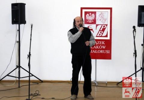 Śpiewa Mikołaj Żurniewicz