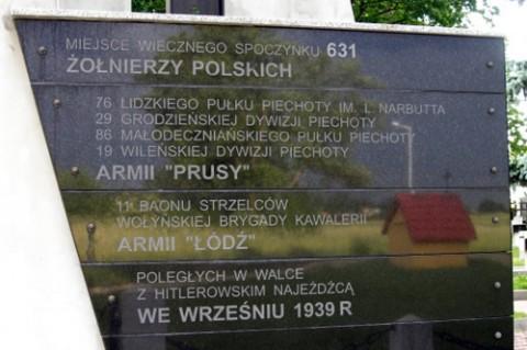 Tablica na cmentarzu wojennym w Milejowie, fot.: www.1939.pl