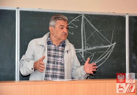 Zajęcia prowadzi Władysław Krawczuk organizator i pomysłodawca kursu żeglarskiego.
