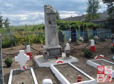Pomnik i kwatera po renowacji