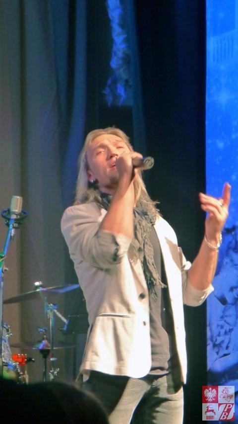 Śpiewa Piotr Jełfimow, białoruski gwiazdor estrady i członek jury festiwalu
