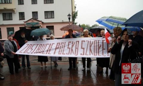 Grodno, czerwiec 2012 roku - protest przeciwko wprowadzeniu do Polskiej Szkoły w Grodnie klas rosyjskojęzycznych.