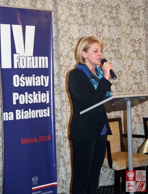 Andżelika Borys przemawia na IV Forum Oświaty Polskiej w Mińsku